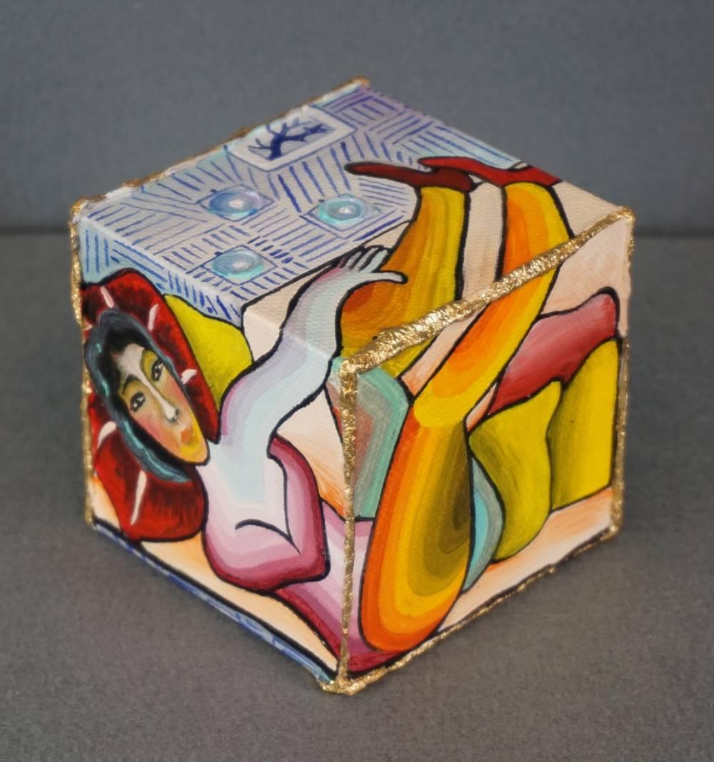 LEI SUL DIVANO - cubo 8 cm x 8 cm x h 8 cm- olio su tela - anno 2014 - 1° immagine