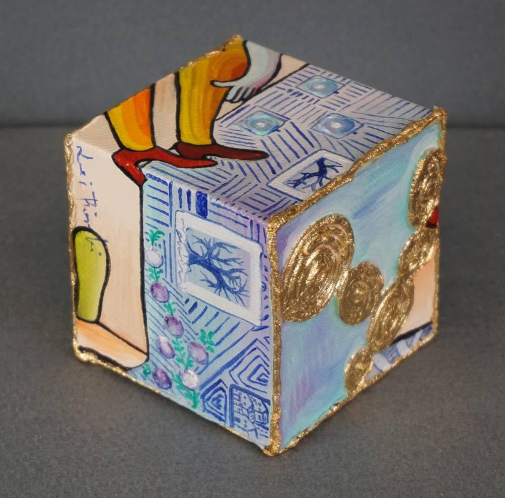 LEI SUL DIVANO - cubo 8 cm x 8 cm x h 8 cm - olio su tela e foglia oro - anno 2014 - 2° immagine