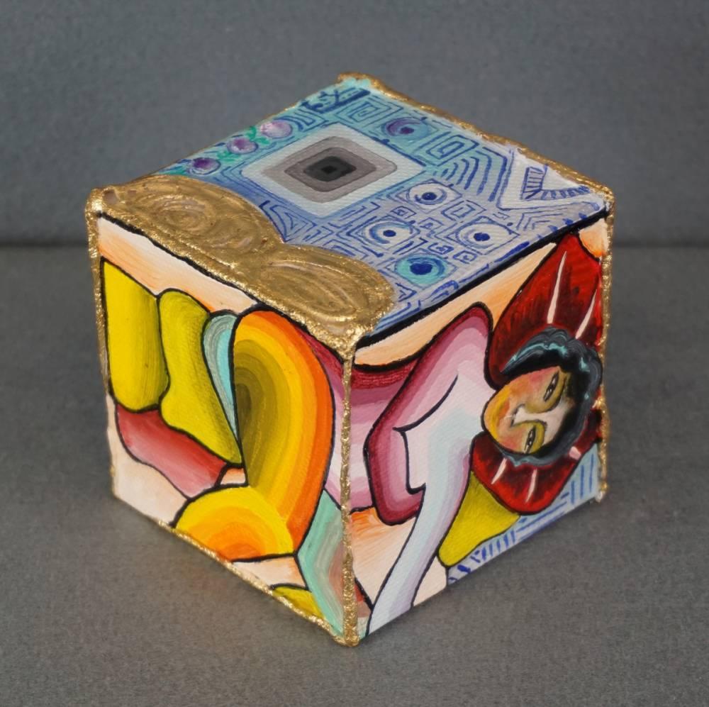 LEI SUL DIVANO - cubo 8 cm x 8 cm x h 8 cm - olio su tela con foglia oro - anno 2014 - 3° immagine